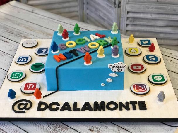 Tartas personalizadas madrid, tartas decoradas madrid, tartas fondant madrid, tarta community manager, tarta Redes Sociales, tarta social media
