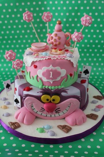Tarta Alicia en el pais de las maravillas,  Tarta Minnie Mouse, Tartas personalizadas madrid, Tartas decoradas madrid, tartas fondant madrid, thecakeproject, Reposteria Creativa, tartas infantiles, tartas cumpleaños,