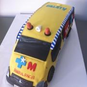 Tartas personalizadas madrid, tartas fondant madrid, tartas decoradas madrid, Tarta camion, tarta coche 3D , tarta ambulancia